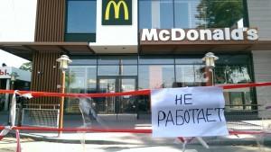Крым. Симферополь. Закрытый Макдональдс на ж/д вокзале Симферополя